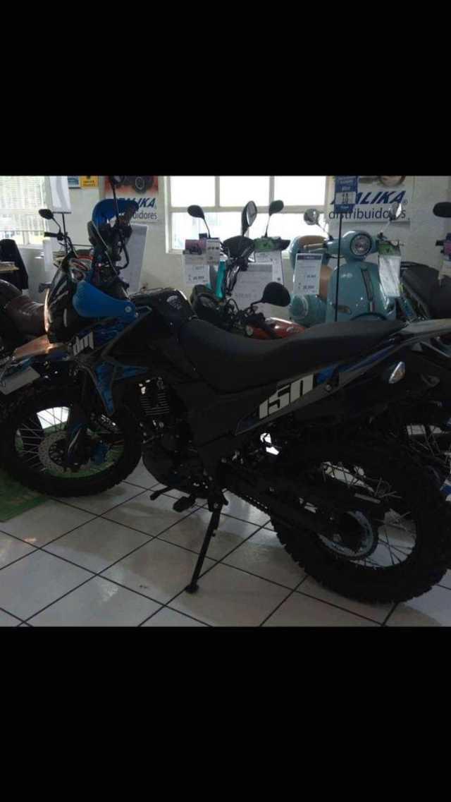Exelente motocicleta doble propósito DM150 Azul