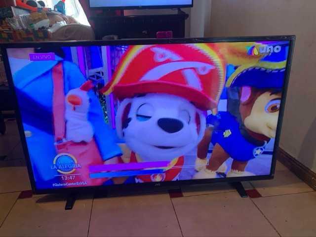 """PANTALLA JVC DE 43"""" EN $3800 (NO ES SMART TV)"""