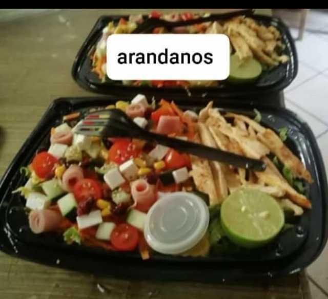 Variedad de ensaladas Hacemos envíos a domicilio